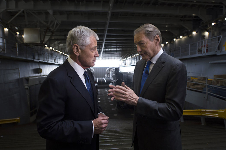 Charlie Rose, right, talks with former Secretary of Defense Chuck Hagel. Rose won the Cronkite Award for Excellence in Journalism. (Photo: Aaron Hostutler, via Wikimedia Commons)