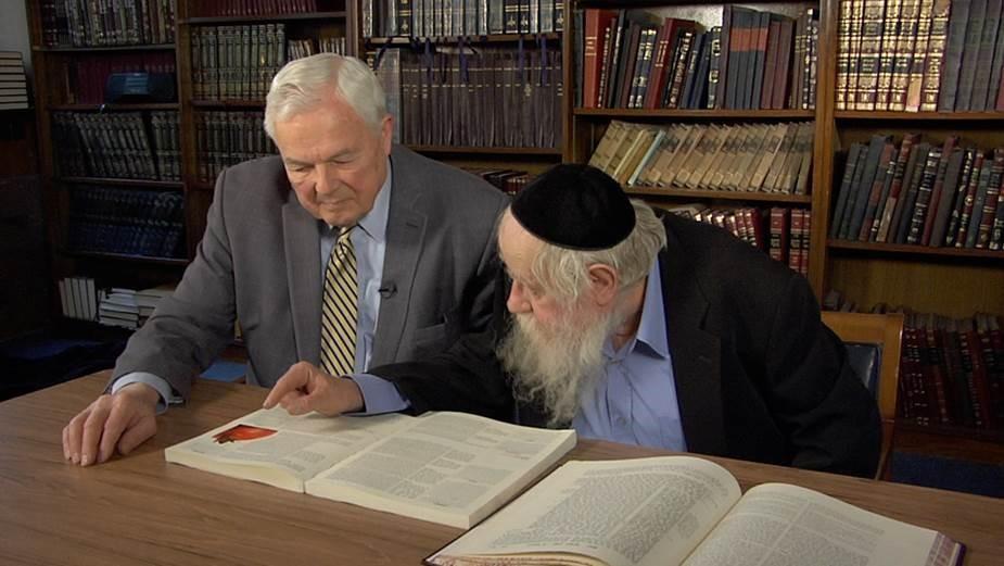 Bob Abernathy, left, speaks with Rabbi Adin Steinsaltz, author of 60 books on ethics, theology, prayer and mysticism. (Photo: Religion & Ethics NewsWeekly)